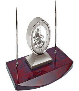 """Часы """"Президент"""" с двумя ручками на деревянной подставке фото"""