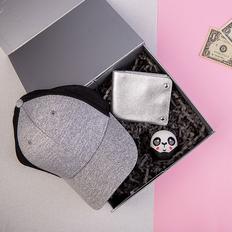 Набор подарочный O'girlie: беспроводная колонка (панда), портмоне, бейсболка, серый/ черный фото