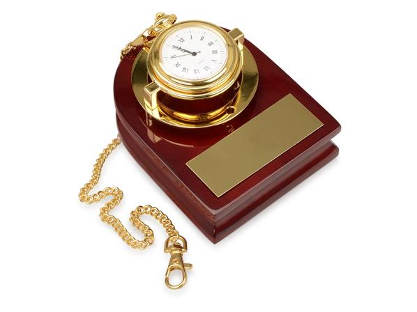 Часы Магистр на деревянной подставке с цепочкой, золотой, красный - фото № 1