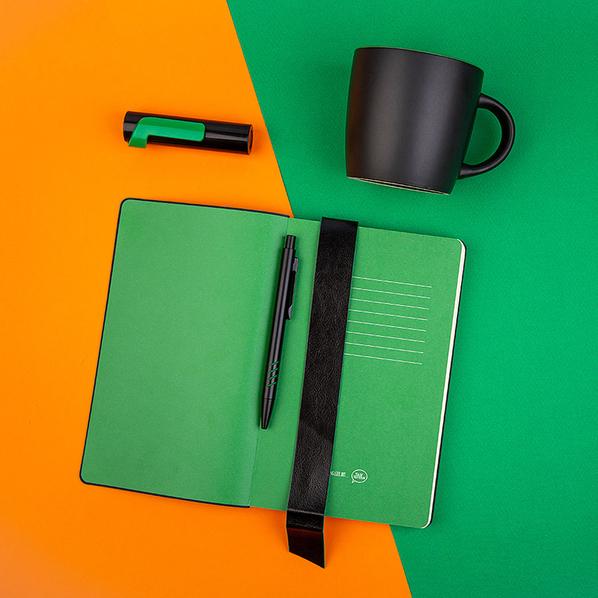 Набор подарочный Blackedition: внешний аккумулятор 3000 мАч, кружка Mycup, блокнот thINKme, ручка, черный/ зеленый - фото № 1