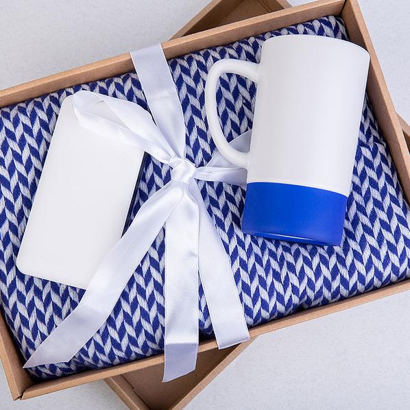 Набор подарочный Realsailor: плед, внешний аккумулятор 20000 мАч, кружка, синий - фото № 1