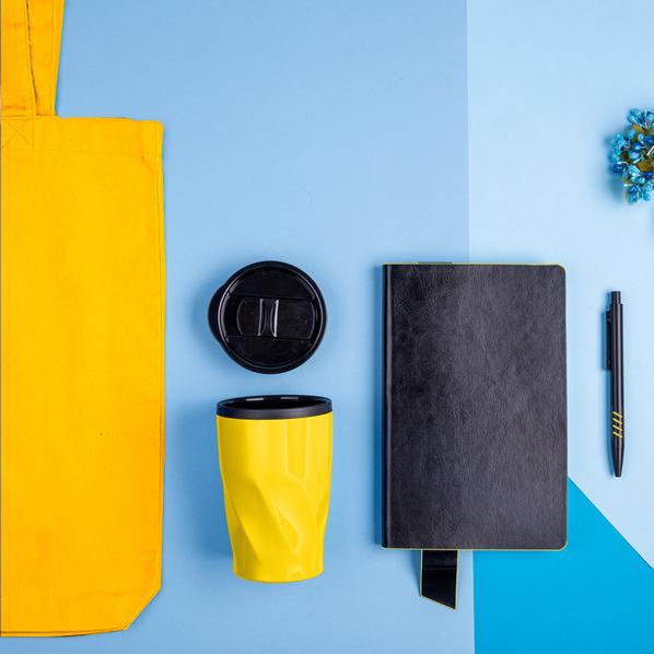 Набор подарочный Vibes4him: бизнес-блокнот, ручка, термокружка, сумка, черный/ желтый - фото № 1