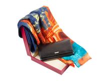 Набор женский: портмоне, шарф (кожа, цвет черный/разноцветный) фото