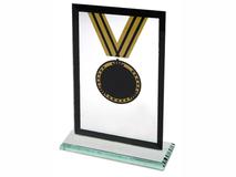 Награда «Медаль» на постаменте фото