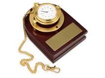Часы с цепочкой на деревянной подставке Магистр, золотистый/коричневый фото