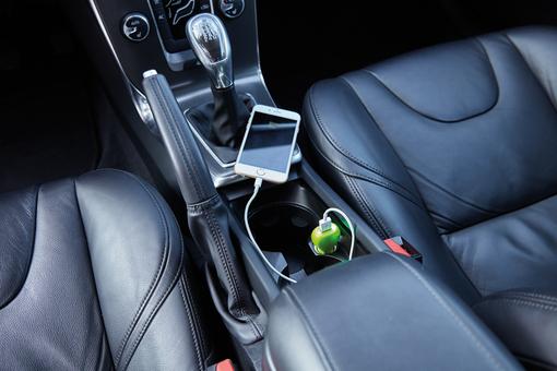 Зарядное устройство для автомобиля, зеленый фото